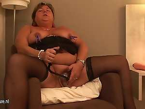 Big amateur attractive mature slutty mom playing with herself