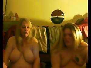 slutty mom and NOT her Dauthers Flash Knockers And Butt