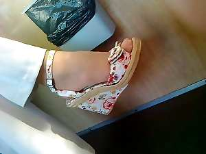 Attractive mature feet in shoes CANDID