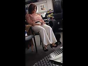 Voyeur of Plus size mommy in high heels.