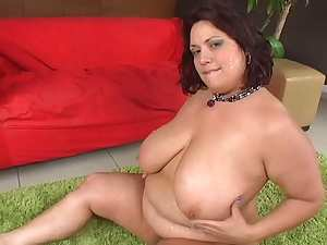 Mature brunette BBW in an interracial threesome