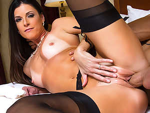 India Summer & Derrick Pierce in Naughty America
