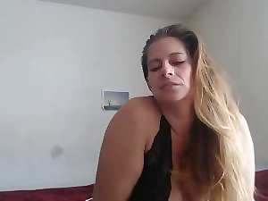 luscious curvy mommy webcam teaser