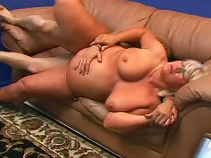 Fat mom sucks for sex in her hairy vagina