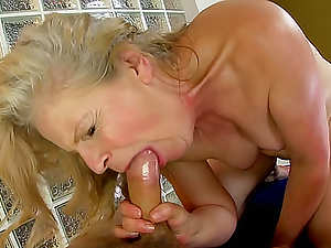 Masseur fucks oiled up mature chick