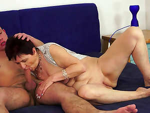 Mature whore rides thick shaft after sucking it