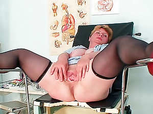 Fat mature and her speculum play