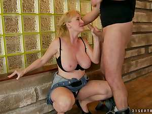 Mature has fun with a big cock