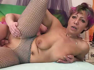 Mature woman Mili is fucking rod like a pro