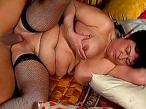 Fat mature brunette Jenny gives a hardcore blowjob