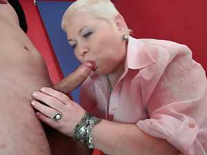 Mature blonde is sucking that nice dick
