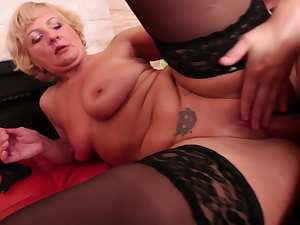 Mature blonde fuck with a very young dude