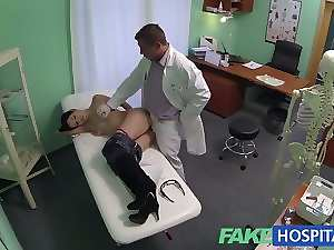 FakeHospital Doctors talented digits make Cougar squirt