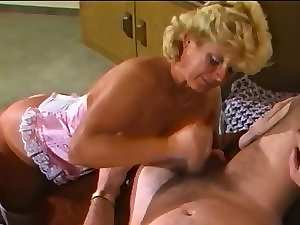 Amateure Video - Experienced Couple - Retro 80's