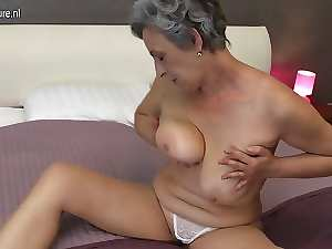Granny with shaven vagina hungry for fuck