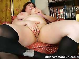 Black nylons and online porn get mamma filthy and sensual