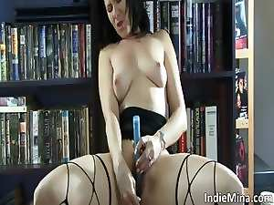 Attractive dark haired Mum bitch with luscious body