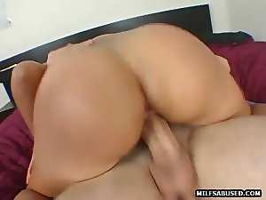 Dark haired Mommy slutty girl gets her hirsute snatch shagged
