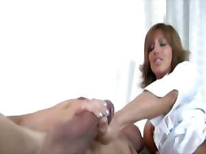 Attractive buxom attractive mature find enjoyment in pleasing dick