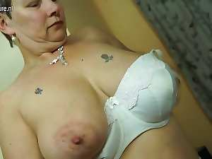 English attractive mature mother with large melons and dirty ass