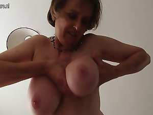Amateur English attractive mom with unshaved vagina and round