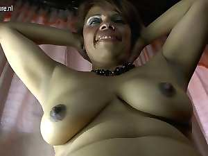 Amateur Latina aged mum and her hirsute slit