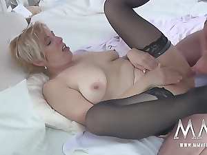 MMV FILMS German Attractive mature Rides Prick