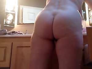 Awesome dirty ass of my slutty mom --- Lepa guza moje mame