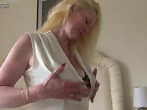 Blond English mamma playing with her vagina