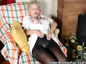 Pantyhosed mamma bangs a toy