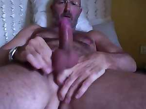 italian experienced very hairy man's cumshot