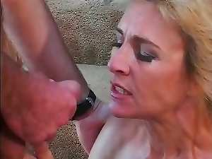 All fellows want to fuck this stepmom & lick her pussy